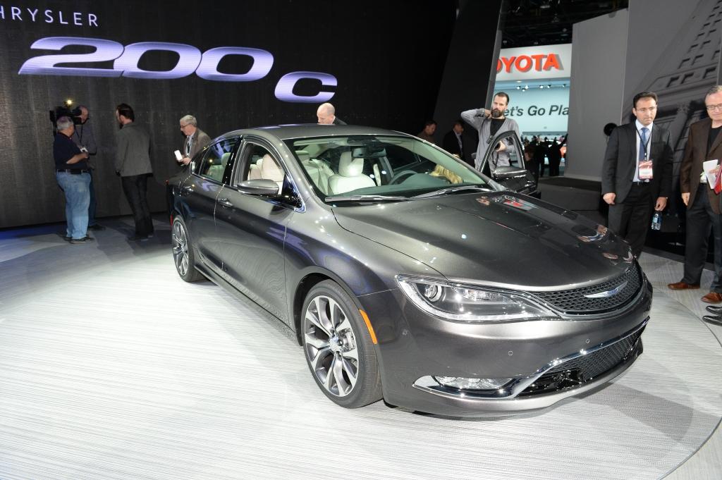 Chrysler 200 1