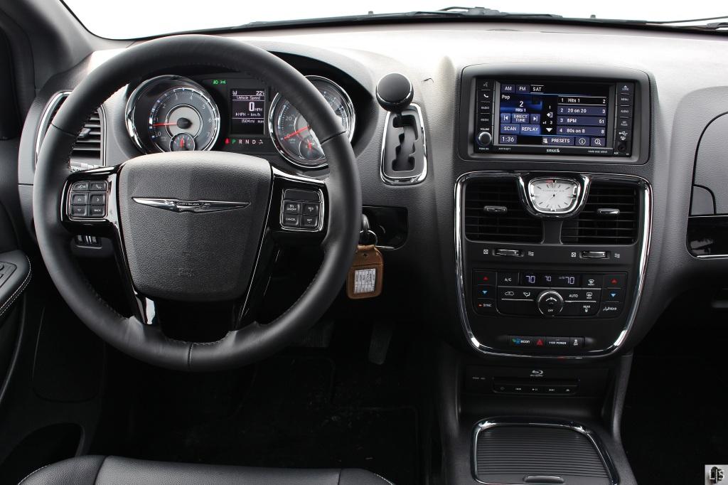 Chrysler T&C 6