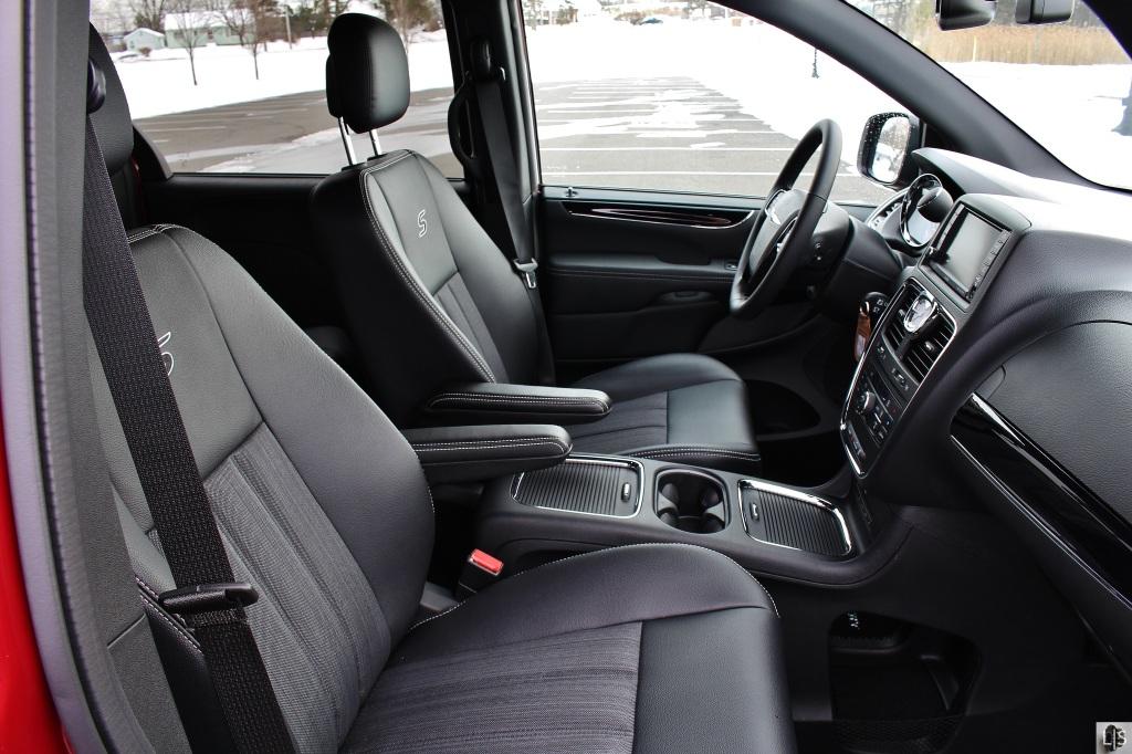 Chrysler T&C 9