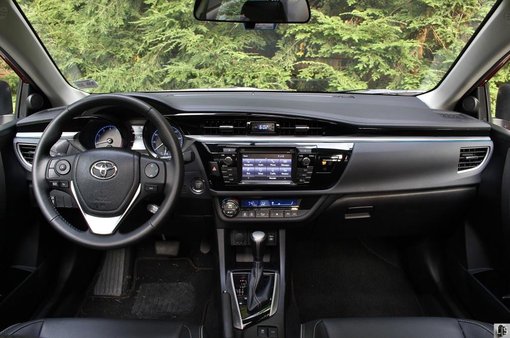 Toyota Corolla S 8