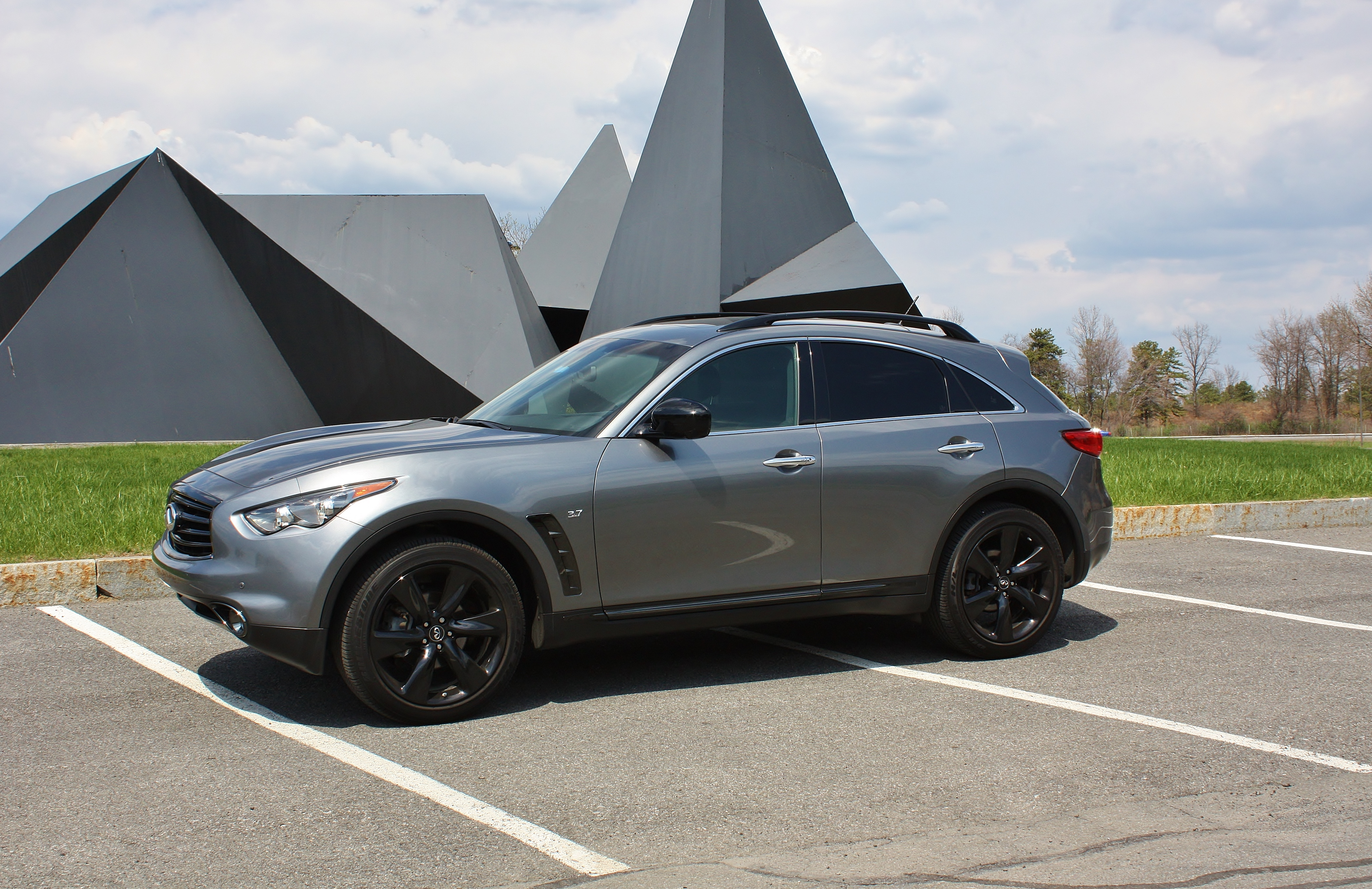 Fierce 2015 infiniti qx70 limited slip blog whereas the outside still appears modern the interior dates this infiniti its due for a redesign its not so much the design but the materials that vanachro Gallery