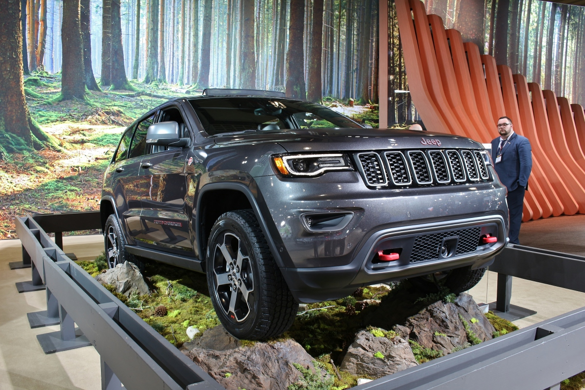 2016 jeep grand cherokee trailhawk 1 limited slip blog. Black Bedroom Furniture Sets. Home Design Ideas