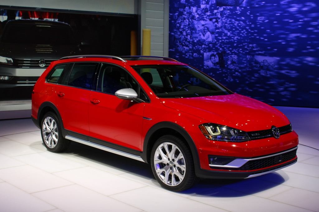 2017 Volkswagen Golf Sportrack 1