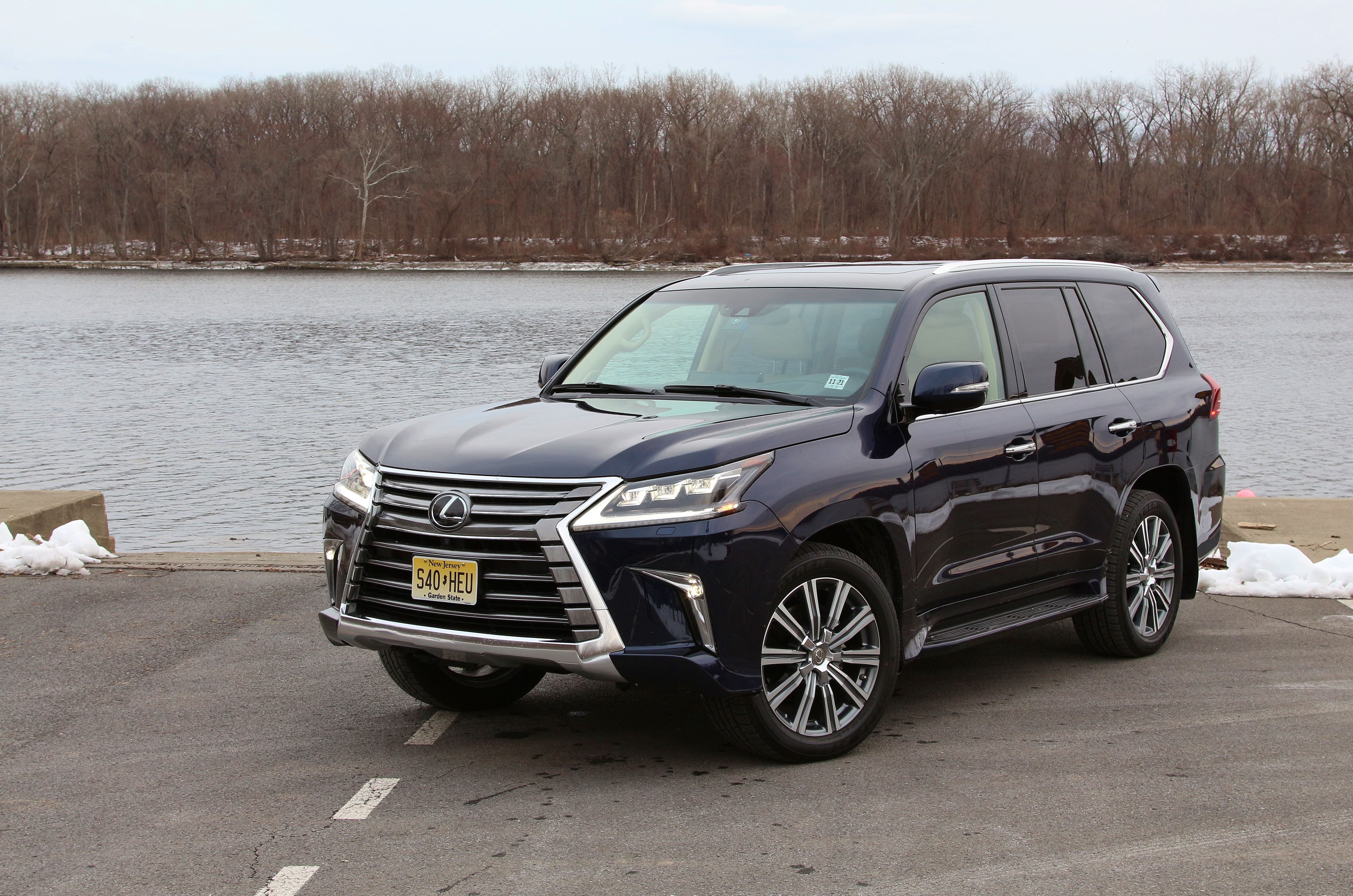 quick spin 2017 lexus lx570 limited slip blog. Black Bedroom Furniture Sets. Home Design Ideas