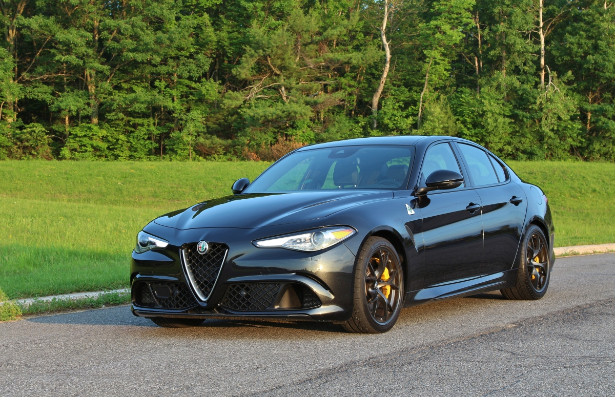 lucky charm 2017 alfa romeo giulia quadrifoglio limited slip blog. Black Bedroom Furniture Sets. Home Design Ideas