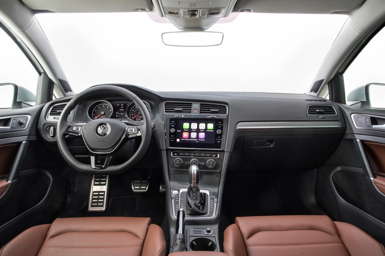 2017 VW Golf Alltrack Interior 1