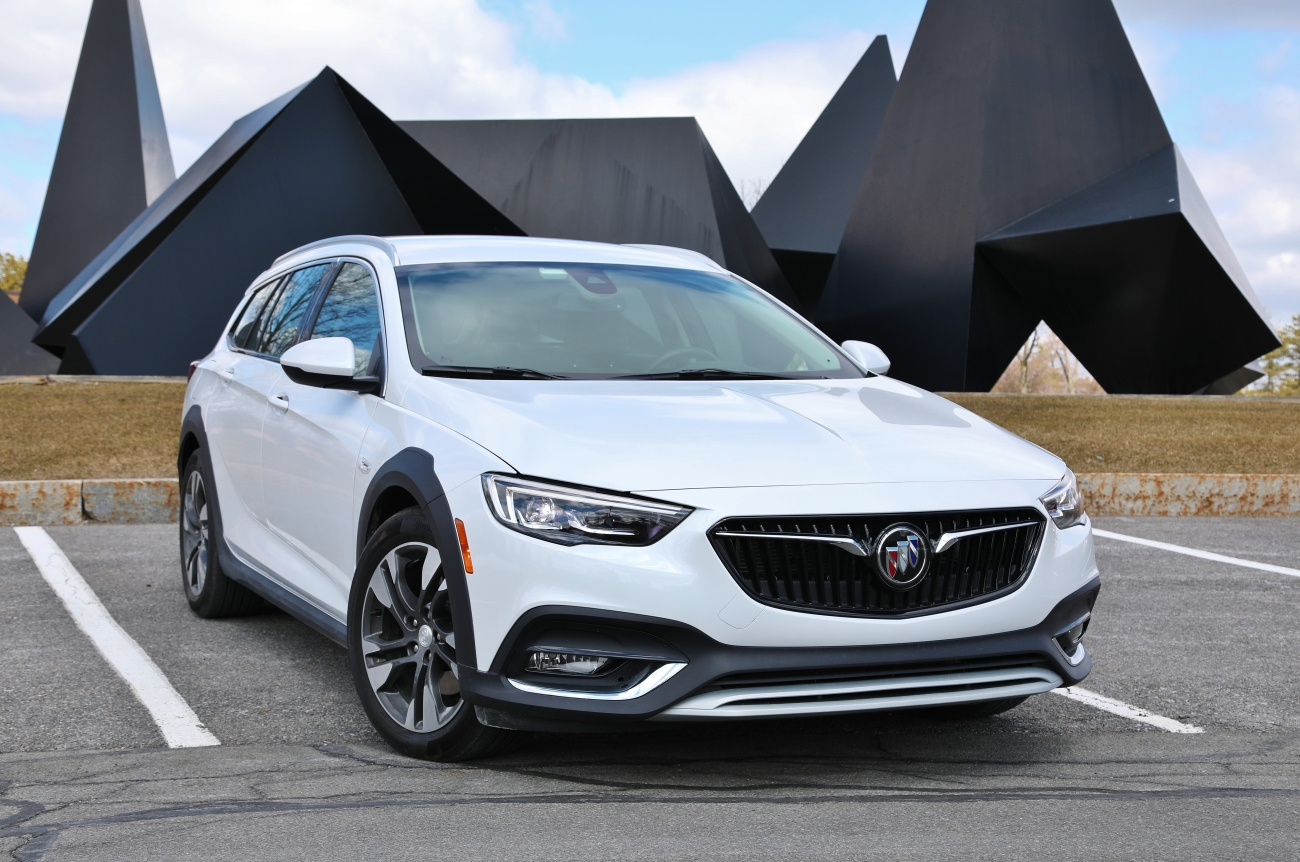 2018 Buick Regal TourX 1