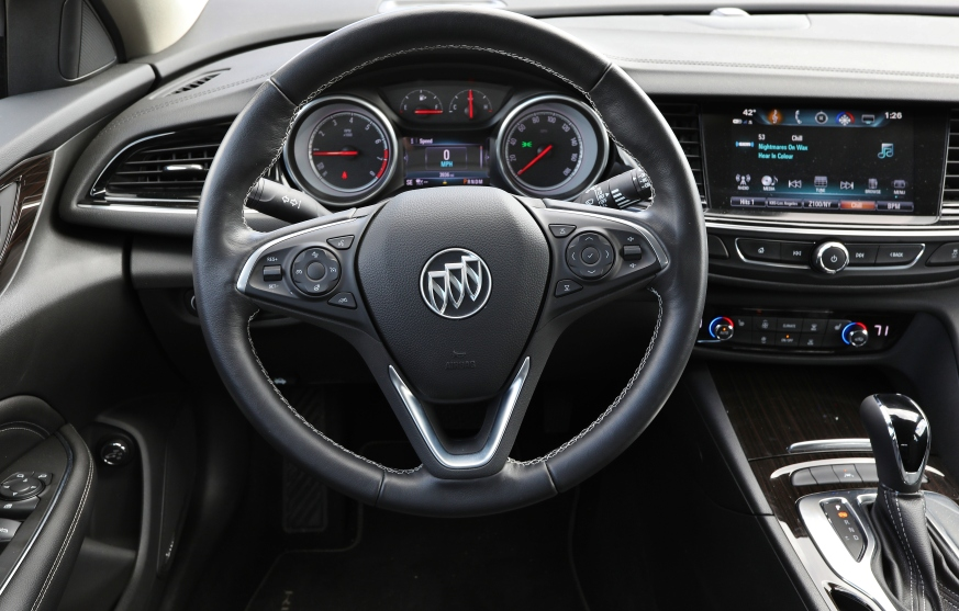 2018 Buick Regal TourX 10