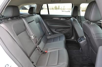 2018 Buick Regal TourX 15