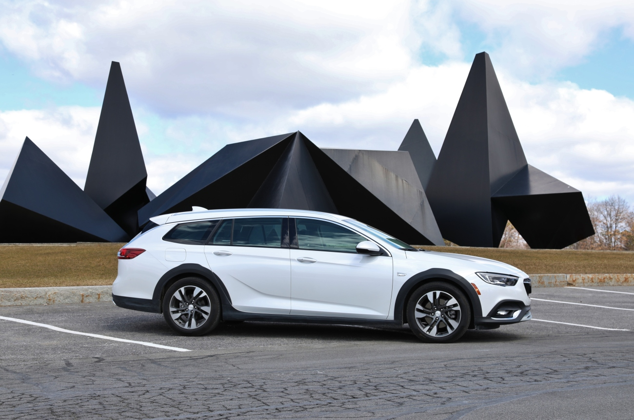 2018 Buick Regal TourX 9