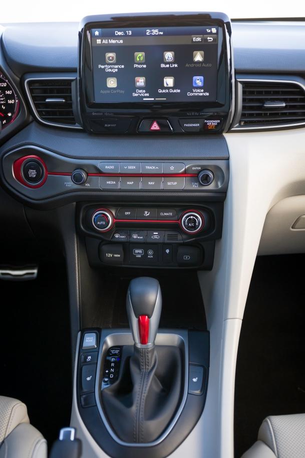 2018 Hyundai Veloster Turbo 17