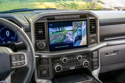 Available 12-inch center screen utilizes Þve high-resolution cameras to provide multiple views including a 360-degree overhead view to make maneuvering in tight spaces easy.